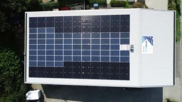 zonnestroom van zonnepanelen op het kantoor